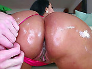 Bootylicious Latin Chick Kiara Mia gives her paramour a sloppy irrumation