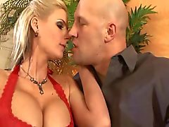 Blonde milf phoenix marie is ready to get fucked