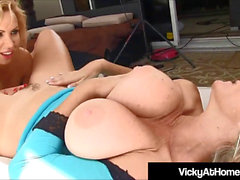 VNA honeys Vicky Vette & Nikki Benz Tongue boink Each Other!